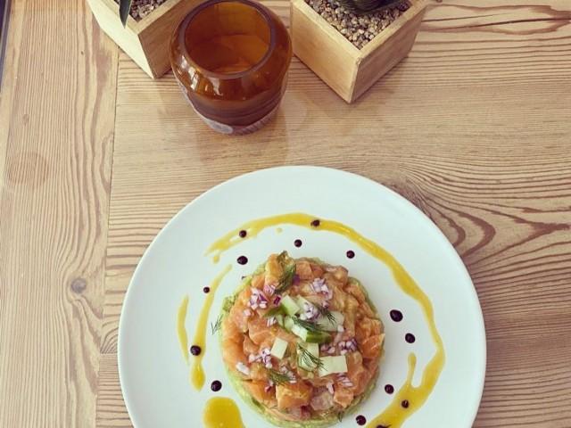 Le Serac Tartare de saumon façon gravlax et avocat (Marinated salmon gravlax tartar with avocado)